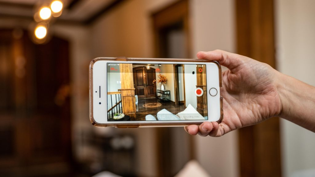 Преврати свой старый телефон в камеру безопасности бесплатно