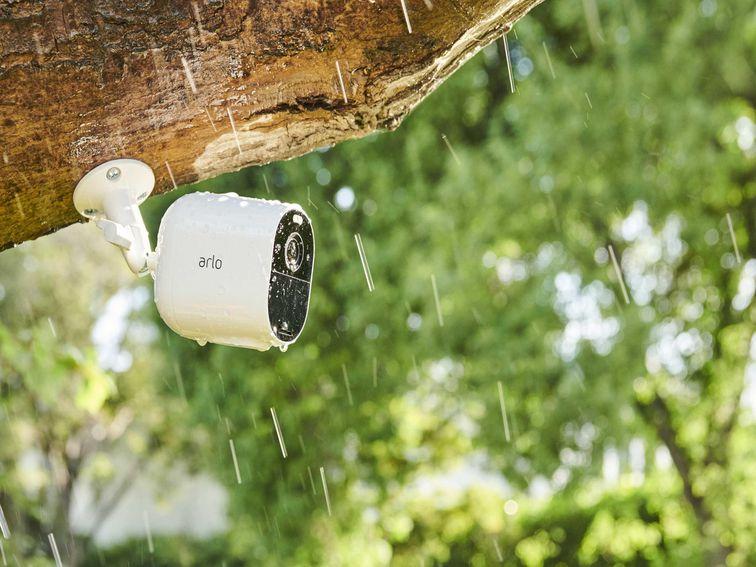 Арло только что представил камеру безопасности, которая на самом деле доступна